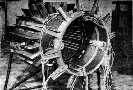 Radial reflector and radiator